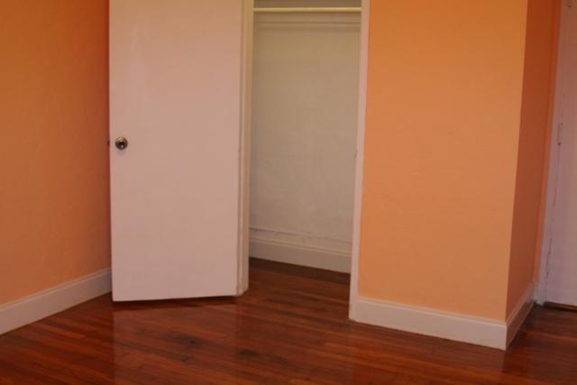 7345-1br-closet02_0