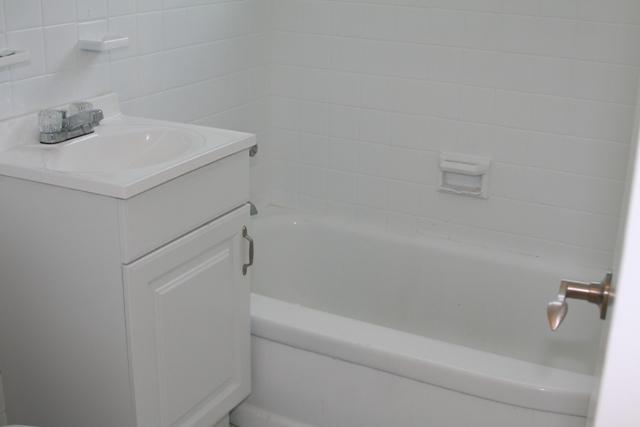 8329-2br-bath001
